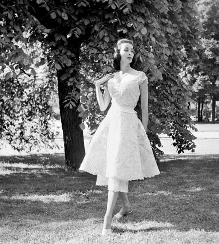 #MS016A Paris, Haute Couture, 1950, Chanel Short Lace Dress (1st Edition)